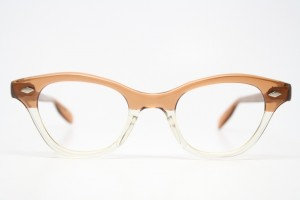 one of the ways in which the choice of aluminum as the construction material for the major lines of tura glasses affected the embellishment of the glasses