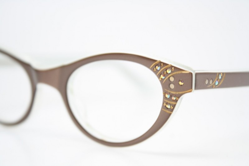 Brown cat eye glasses
