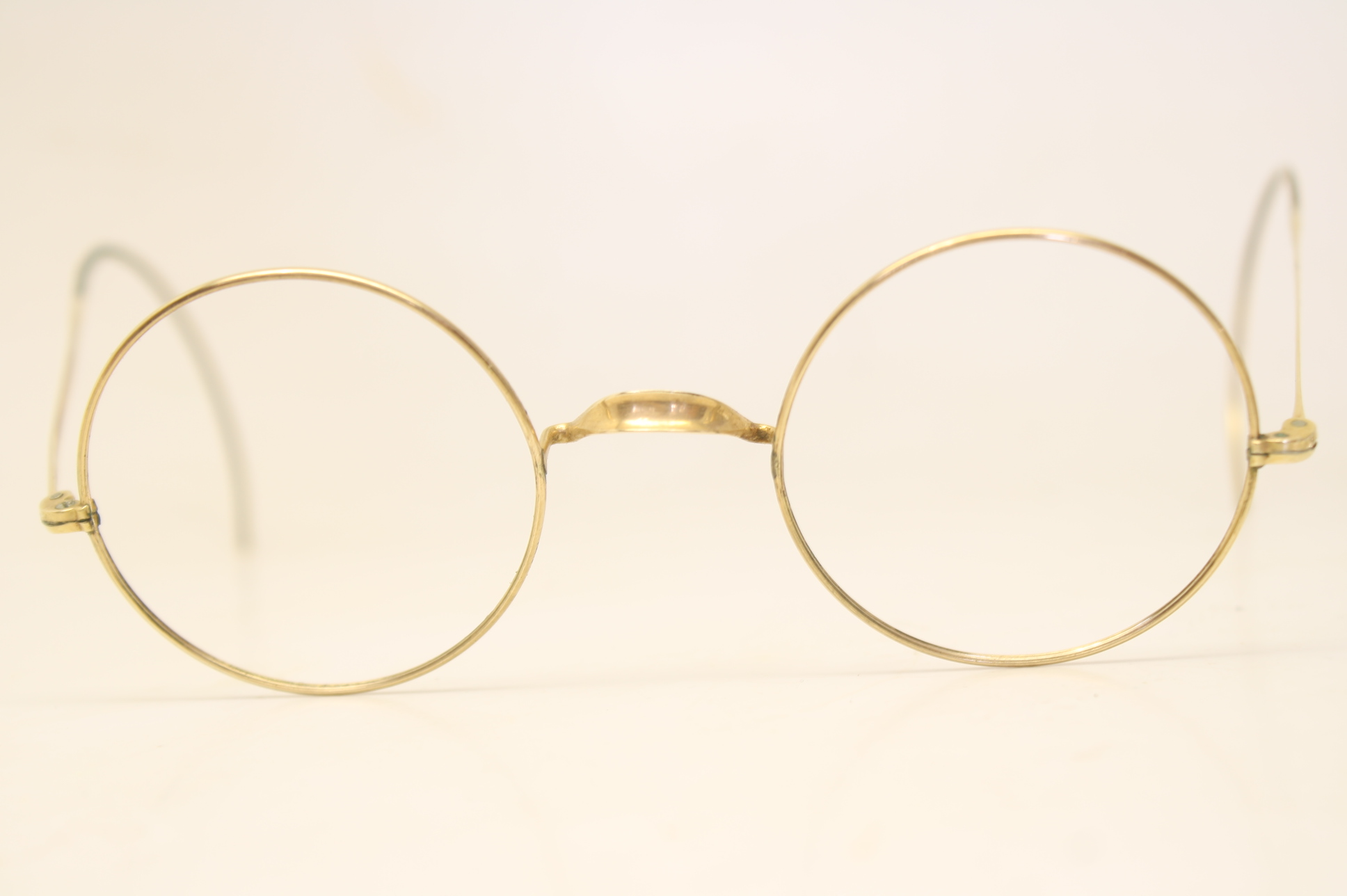 900ee8e85e35f Another common characteristic of vintage Windsor glasses is the cable  temples. As opposed to today s skull temples Windsor eyeglass frames had  cable temples ...